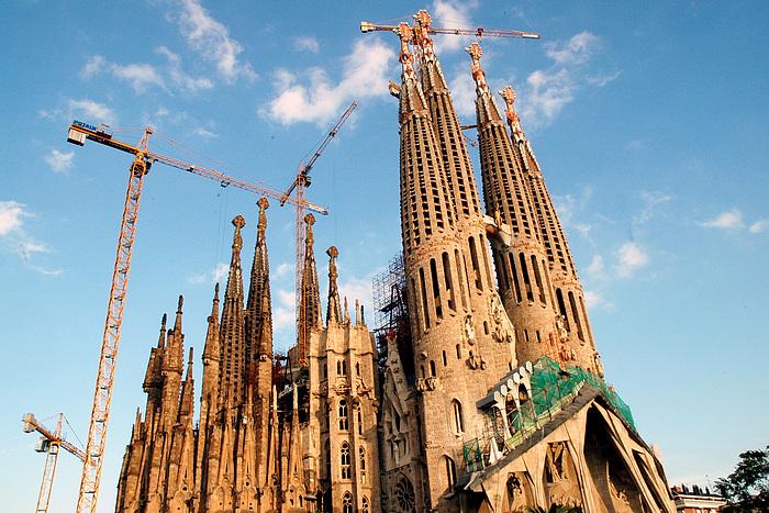Sagrada familia a famous church in barcelona travel featured for La sagrada familia church