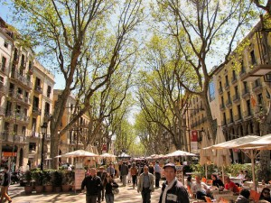 La-Rambla-Barcelona-tourists
