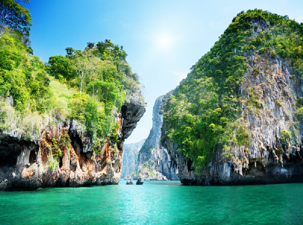 travel thailand Travelling to any country poses some risks passport health will help you receive  the immunizations, assistance and advice you need for a trip to thailand.