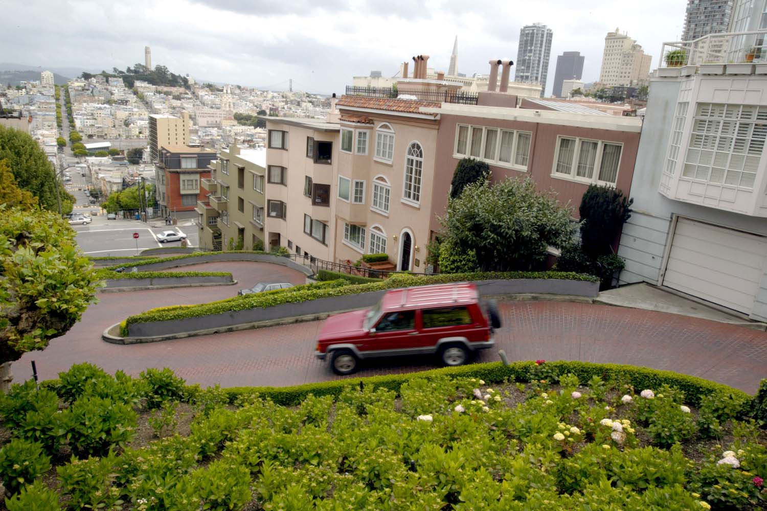 UAH} Lombard Street, San Francisco | The Most Curviest Road in the ...