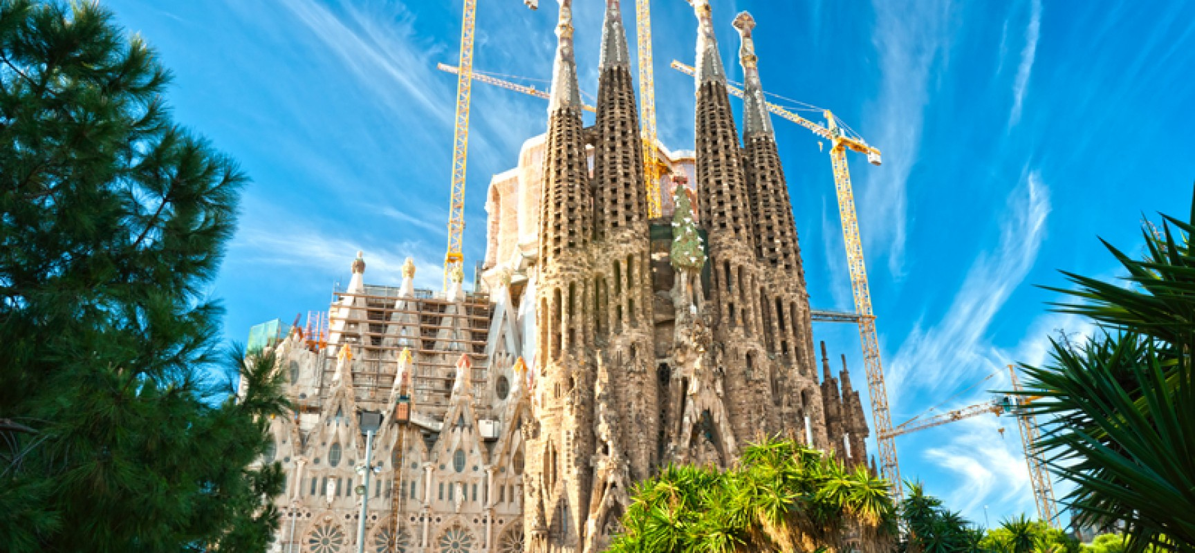 Barcelona spain capital city of catalonia travel featured for Barcelona famila